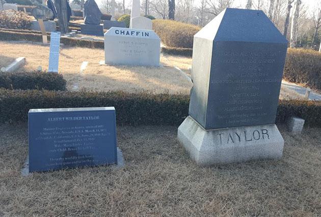 양화진 외국인묘소에 위치한 앨버트 테일러 묘지