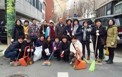 쓰레기 수거 활동에 참여한 주민들 단체사진