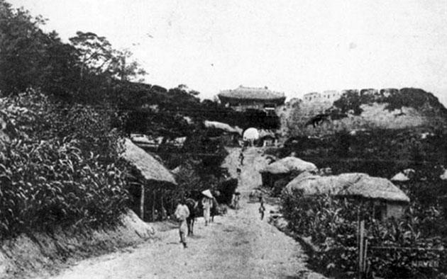 창의문으로 통하는 옛길 풍경(1910년), 창의문 관광안내소 사진 촬영