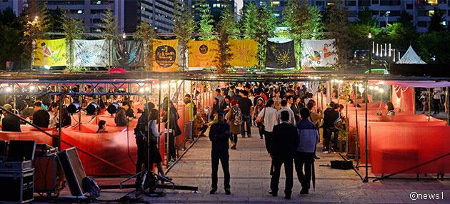 지난해 여의도 한강공원에서 열린 서울 밤도깨비 야시장 ⓒnews1