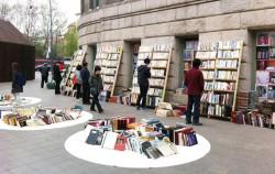 한 평 책시장이 열린 서울도서관 정문 앞