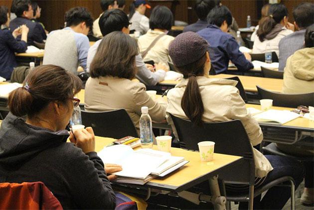 이날 참여한 예산위원 시민들은 진지한 자세로 수업에 임했다