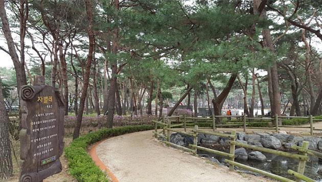 민주묘역순례길은 이곳 `솔밭근린공원`에서부터 시작한다