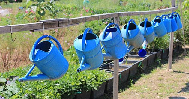 노들텃밭 지원센터에서는 괭이, 물조루 등 각종 농기구를 빌려준다