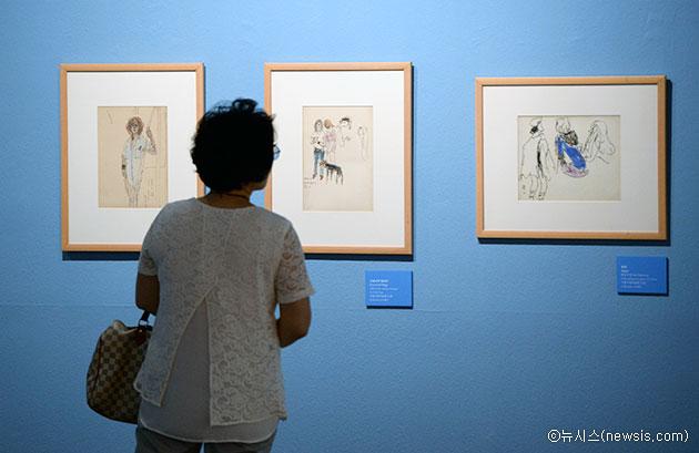 서울시립미술관에서 작품을 감상하는 시민ⓒ뉴시스