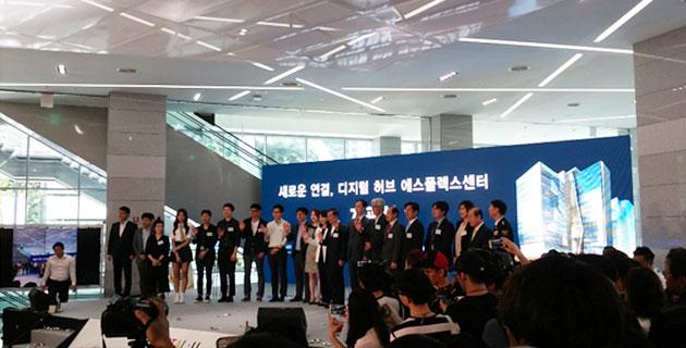 에스플렉스센터 개관식에 참여한 시민들과 박원순 서울 시장은 `디지털 서울 선언문`을 낭독했다