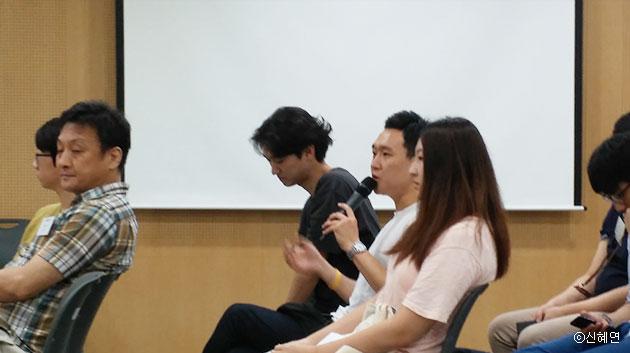 청중이 서울시 청년수당에 대한 질문을 하고 있다. ⓒ신혜연