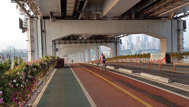 서울자전거길 구간 중 자전거로드가 가장 완벽하게 조성된 잠수교