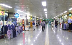 서울시청 광장 지하에서 동대문디자인플라자까지 이어진 을지로 지하도상가