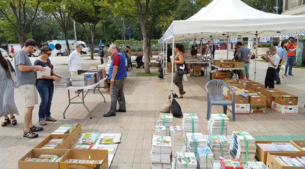 `한 평 시민 책시장`에선 부담 없는 가격에 책을 소유할 수 있는 즐거움이 있다.