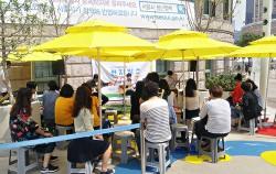 시청 앞에선 매주 목요일마다 런치박스 7017 행사가 열린다