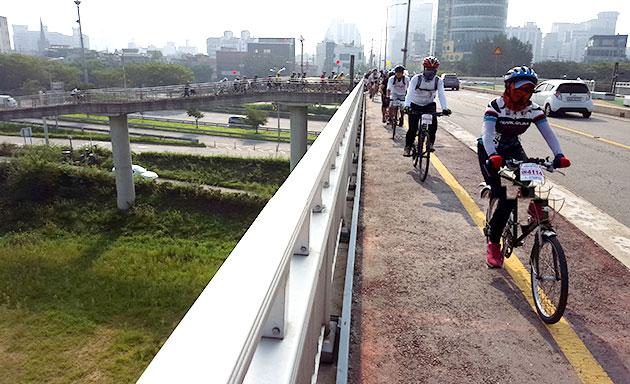 자전거, 자동차, 보행자가 다함께 건널 수 있는 다목적 교량 광진교