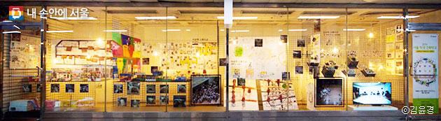 을지로지하도 상가 공실 전시관에 전시하고 있는 `2016 서울 학생 건축학교` 전 ⓒ김윤경