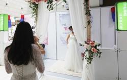 '2016 작은 결혼식 박람회' 중 무료 기념사진 촬영이 가능한 프로포즈 포토존 ©연합뉴스