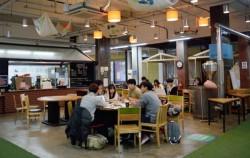 `서울청년주간`을 맞아 서울혁신파크 내 카페공간에서 청년들이 토론하고 있다. ⓒ 김소영