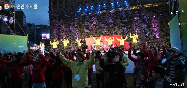 흥겨운 김장문화제 3일의 마지막을 알리는 무대 ⓒ김윤경