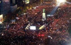 지난 5일, 청와대 비선실세 국정농단을 규탄기 위해 광화문광장에 모인 시민들ⓒ뉴시스