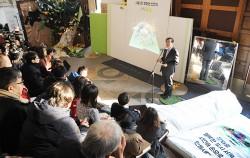 박원순 시장이 서울도서관에서 '서울시민 문화권 선언문'을 발표하고 있다.