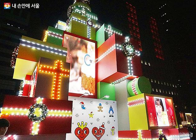 상자로 만든 청계천 서울 크리스마스 트리ⓒ김윤경