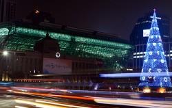 서울광장에 설치된 친환경 성탄 트리의 점등 모습ⓒCTS기독교TV