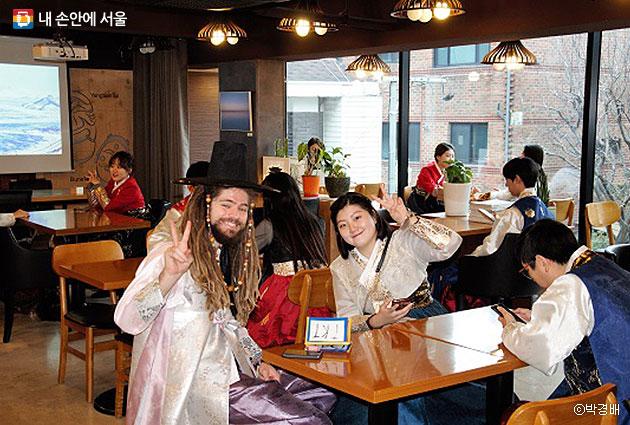 서울 북촌 휴플레이스 카페에서 `2016 한복 문화교류 축제'가 개최됐다. ⓒ박경배