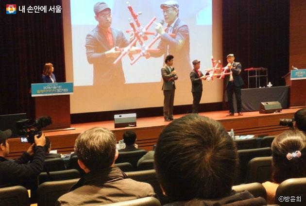 스프링클러 배관시스템에 대해 부연 설명을 하고 있는 김승연 발표자. ⓒ방윤희