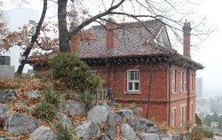 서울에 첫 눈 오던 날 마주한 서울 미래유산 `배화여고 캠벨기념관` ⓒ변경희