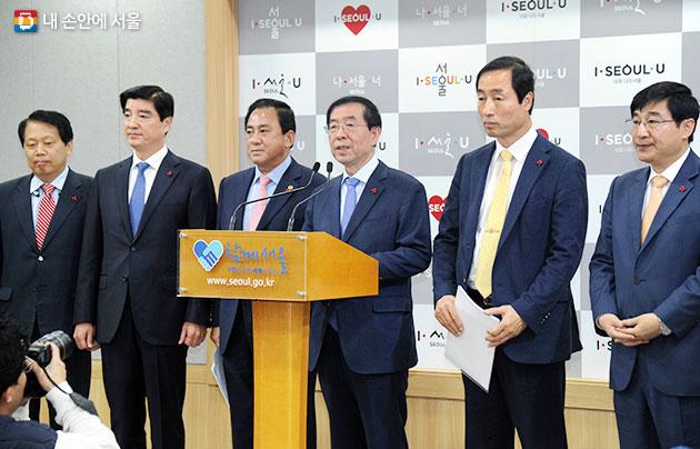 박원순 서울시장이 시·구합동 민생·안전대책을 발표하고 있다.