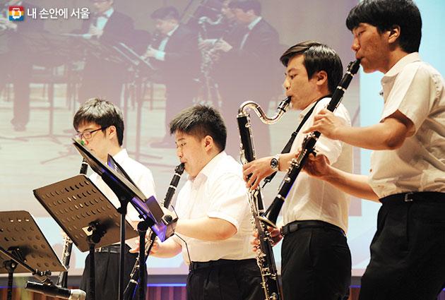 발달장애인 연주단 `하트클라리넷 앙상블`의 연주 모습