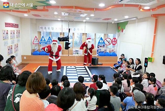 도봉육아종합지원센터에서 진행한 연말 크리스마스 행사 ⓒ도봉육아종합지원센터