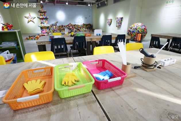 버려진 장난감 조각들을 활용해 새로운 작품을 만들어볼 수 있는 장난감 창의학교 `쓸모` ⓒ쓸모