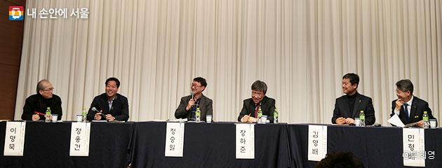 강연 2부에서는 장하준 교수와 함께 다른 패널들의 토론으로 진행됐다. ⓒ박희영