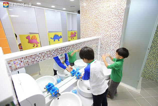 길동초등학교 화장실