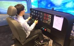 HG항공우주국에서 파일럿 체험 중인 청소년ⓒ최유현