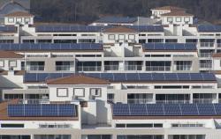 태양광발전을 통해 에너지 절약을 실천하고 있는 한 아파트의 모습ⓒ뉴시스