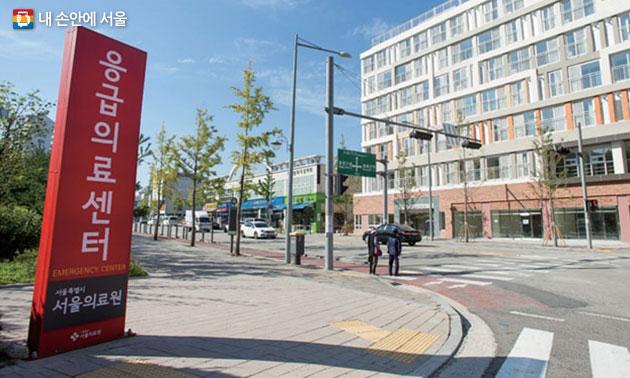 서울시 맞춤형 임대주택인 신내 의료안심주택. 바로 옆에 서울의료원이 자리하고 있어 응급상황에도 빠른 조치가 가능하다.