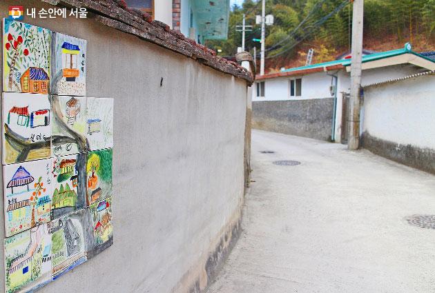 전남 담양 향교리 동네를 장식하고 있는 할머니 화가들이 그린 타일 그림