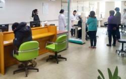 강동구 보건소의 건강검진실에서 신체 계측 검사를 받고 있는 시민들 ⓒ방윤희