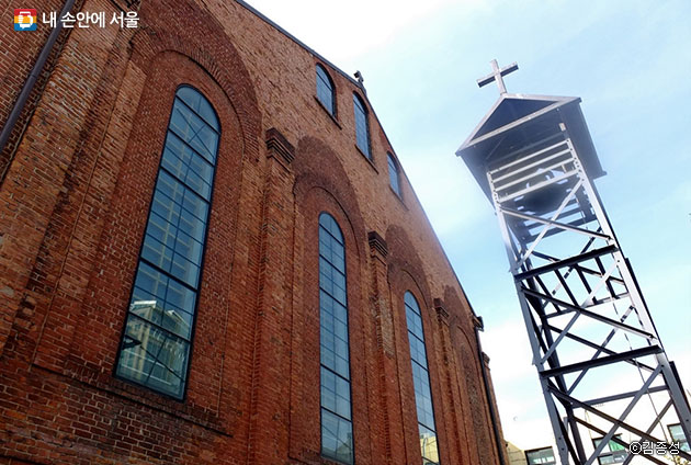 이채로운 종탑과 아치형 창문이 정겨운 승동교회 풍경ⓒ김종성
