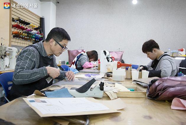 서울 수제화아카데미 수제화 교육 모습