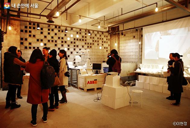 세운상가 지하 과거 보일러실은 개방형 디지털 제작소 `팹랩 서울`로 탈바꿈했다.ⓒ이현정
