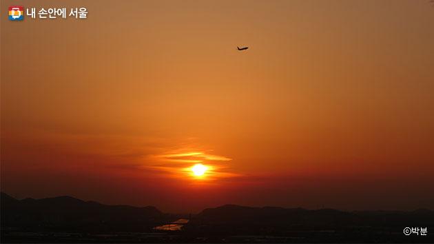하늘길 전망대에서 바라본 김포 들녘의 저녁노을 ⓒ박분