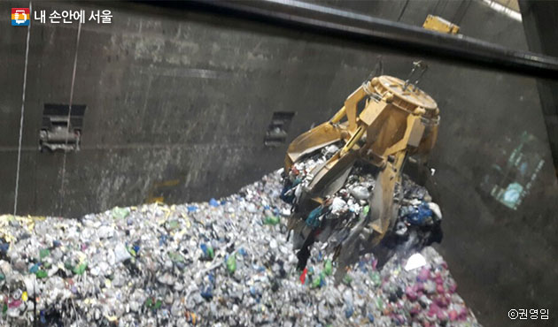 마포자원회수시설에서 쓰레기가 소각되고 있다. ⓒ권영임