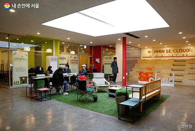 아세아상가 3층엔 청년 스타트업 인큐베이팅 공간 `창의허브`가 조성됐다.ⓒ이현정