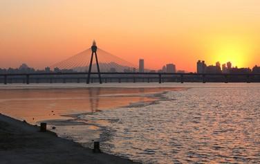서울의 수돗물 아리수는 팔당댐에서 잠실수중보 사이 한강물을 원수로 사용하고 있다.ⓒ이현정