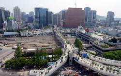 막바지 공사가 한창인 `서울로7017`ⓒ뉴시스