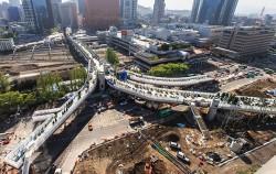 5월 20일 개장을 앞두고 막바지 작업에 한창인 서울역 고가의 모습ⓒ뉴시스