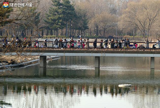 주말을 맞아 서울숲을 찾은 시민들 ⓒ김영옥