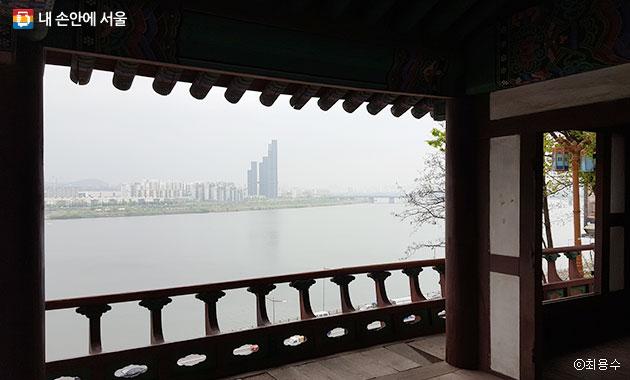 한강변 효사정에서 바라본 서울의 모습 ⓒ최용수