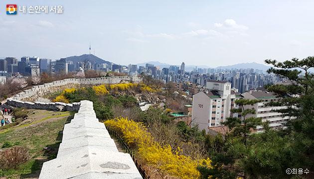행촌성곽마을의 현재 모습. 과거 이곳에는 뽕나무가 많아 근대 서울의 실크 생산 중심지였다. ⓒ최용수